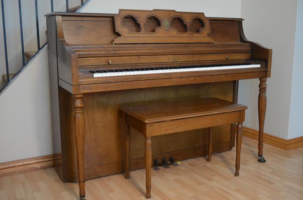 WURLITIZER PIANO MADE IN USA –EXCELLENT