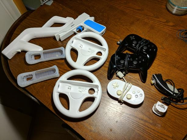 2x Wii pro controller, classic controller, other accessors
