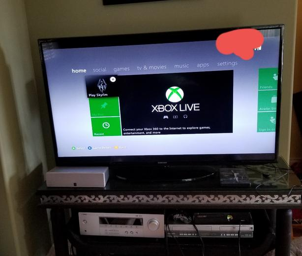 Xbox 360 Slim And 6 Games Shawnigan Lake, Cowichan