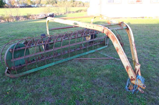 John Deere Hay Rake - Model 896A