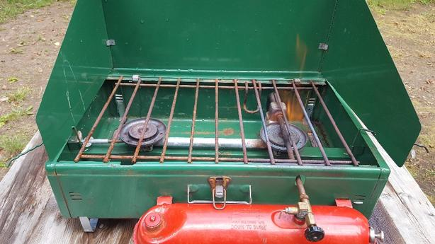 Large Vintage 1962 Coleman 2 Burner Stove Model 413E Runs On Naptha