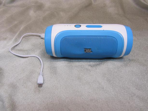166295-17 JBL Charge bluetooth speaker and mobile charger Victoria