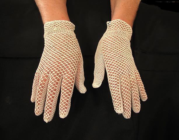 Ladies Vintage Gloves & Collars