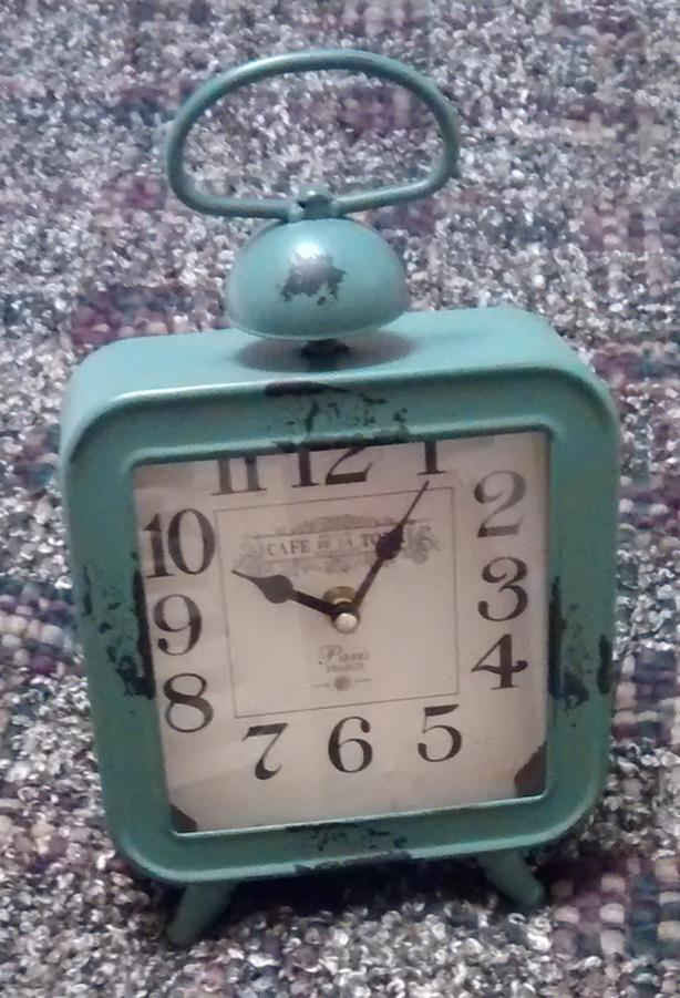 Antique-looking Clock - EUC