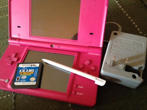 Nintendo DSi .Touch screen .Wi-Fi. Dual camera.