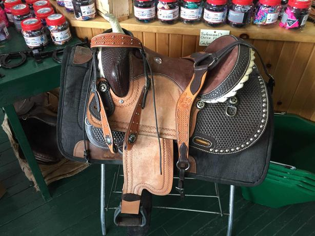 SIERRA BARREL RACING SADDLE 15' WITH ACCESSORIES