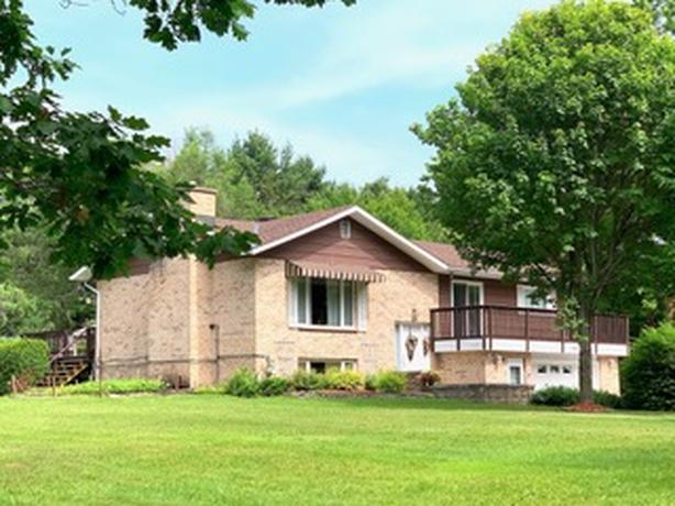 NEW LISTING!! 740 River Road