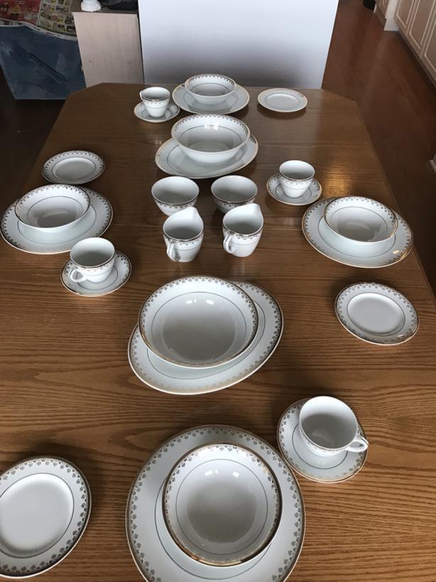 15 Place Setting Dinnerware