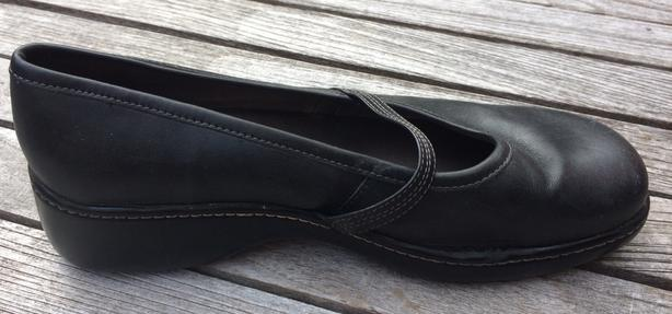Women's Rockport Black Leather Mary Jane shoes with low heel Size 8