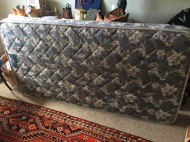 FREE: Clean single mattress