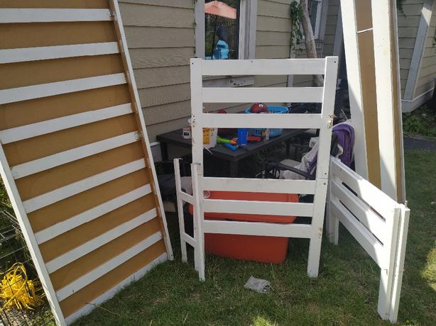 FREE: bunk bed