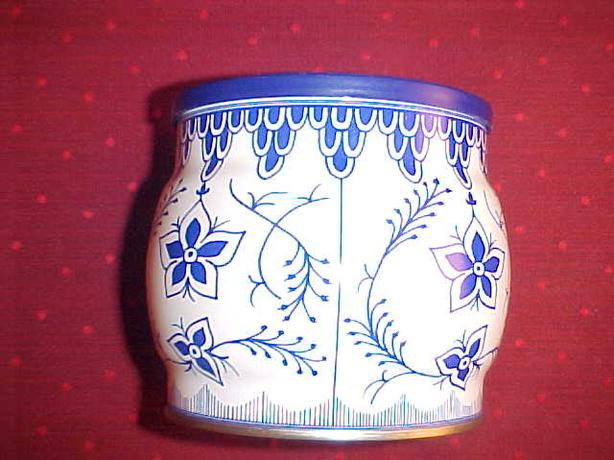 DECORATIVE BLUE AND WHITE TIN