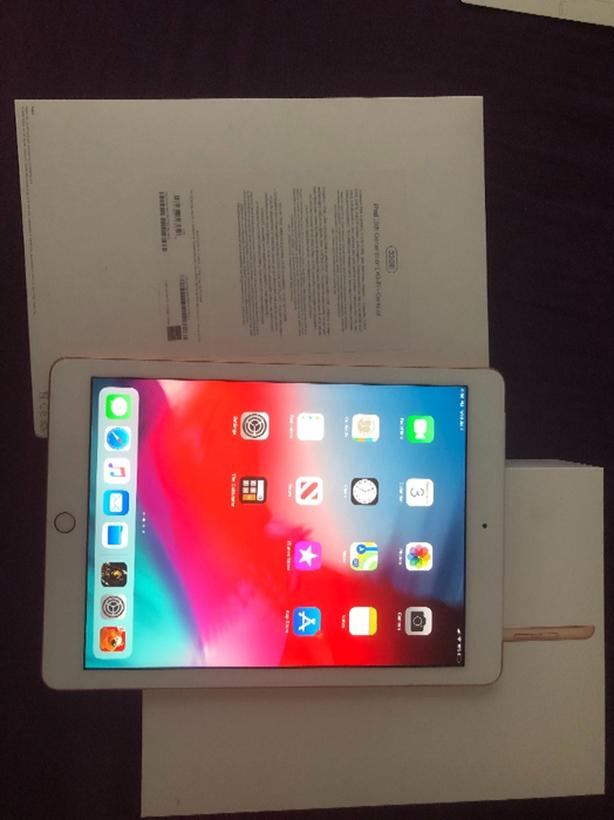 ipad 4th generation like new with case
