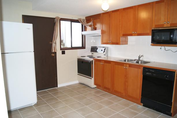 4 BRs 2 Full Bath Suite Next to Uvic Campus Avail Sept 1 (Arbutus)