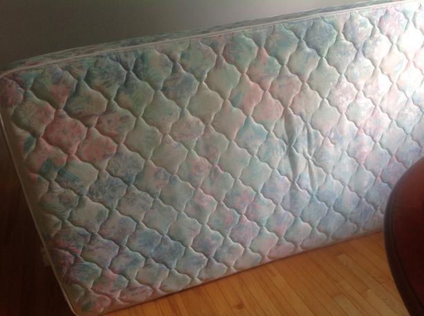 Single mattress and box spring