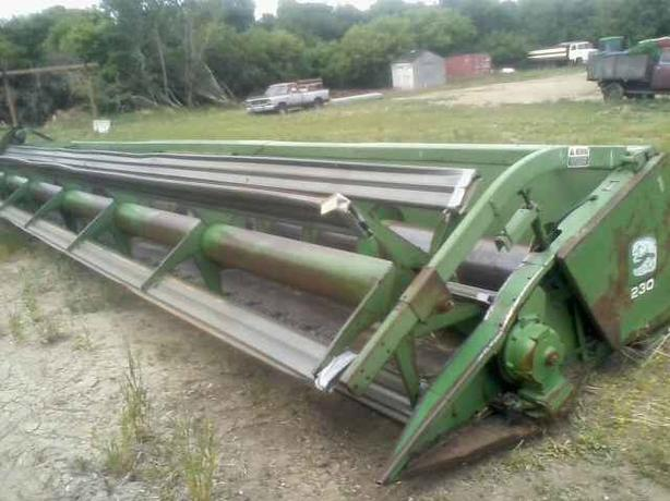 ***REDUCED - John Deere 230 30 FT Straight Cut Header For Sale