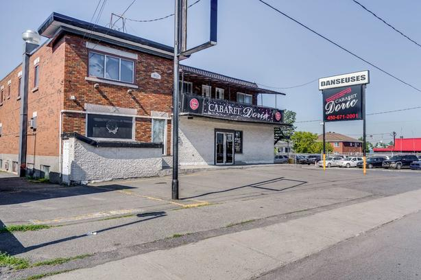 Strip club with ACQUIRED RIGHT South Shore of Montreal