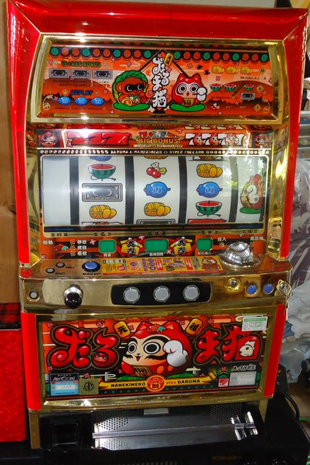 A RARE TABLE TOP SLOT MACHINE