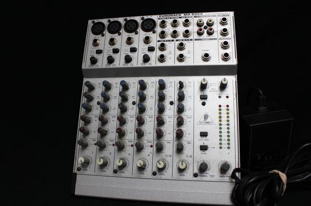 #160906-4 behringer Eurotrack MX802A mixer