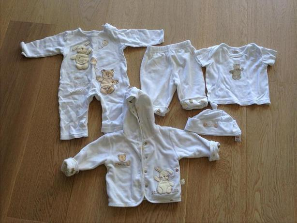 Assorted baby clothes 0-6 months