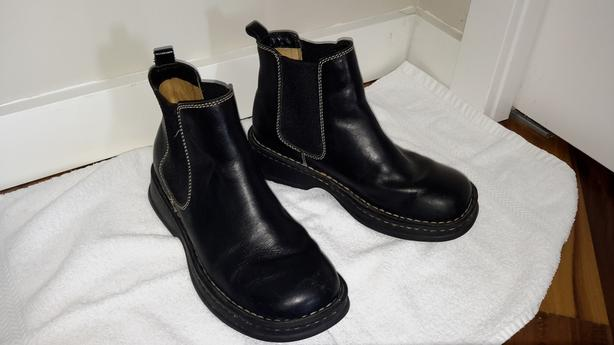 BORN LEATHER ANKLE BOOT - SIZE 38.5 - 7 1/2