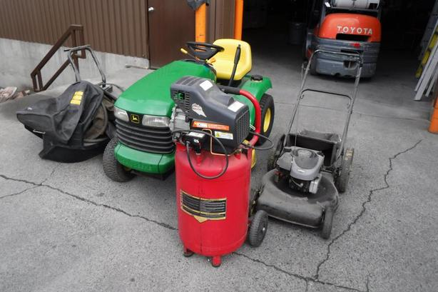 2000 John Deere LT166 Mower 22 inch 6.5 HP quantum, Air Compressor and Pressure