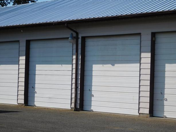 SIDNEY BC, LARGE DOUBLE GARAGE STORAGE SPACE, appr. 700 sqf, 12ft height