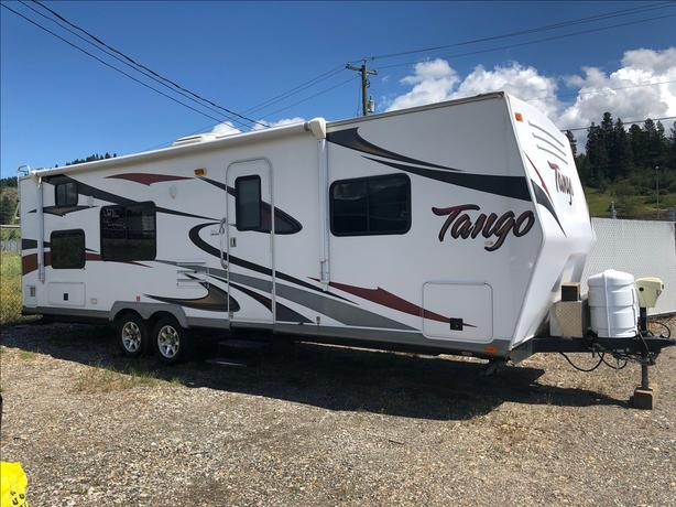 2011 PACIFIC COACHWORKS TANGO 299BHS