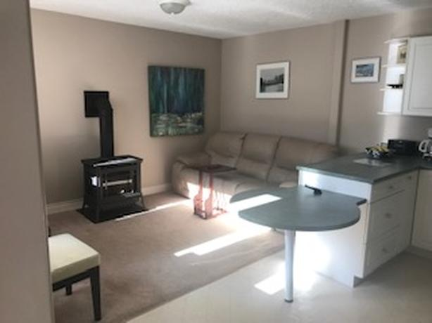 One Bedroom Suite in Cordova Bay Ridge Wifi/Internet/Heat Included