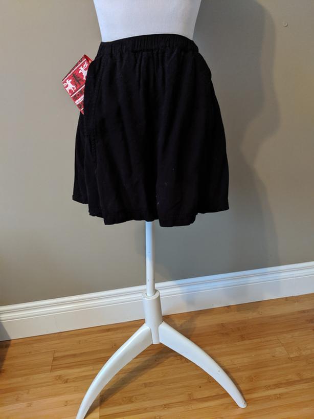 Forever21 Black Swing Skirt with Pockets (0108)