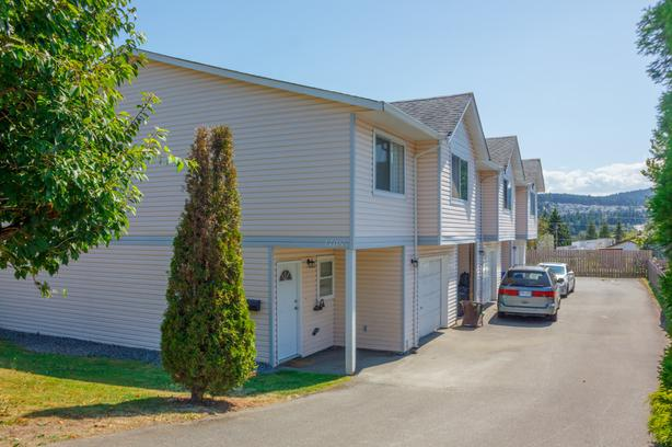 ***NEW REDUCED PRICE***Super RARE 3 bedroom 2 bathroom Townhome WITH GARAGE!***