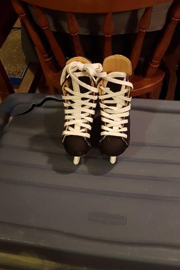 Child sz 9 hockey skates