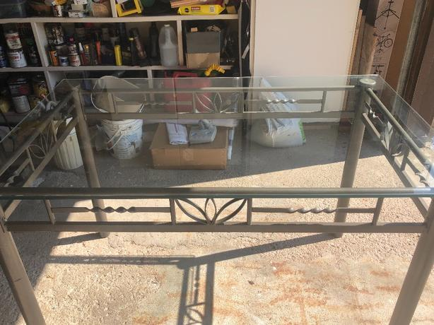 For Sale: Glass top Kitchen/ Dinette set