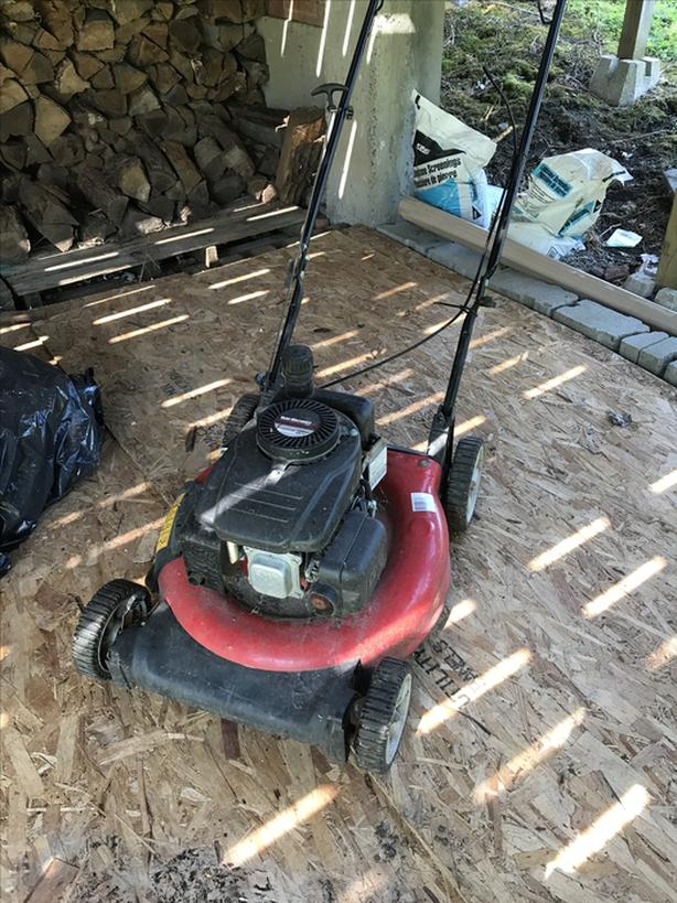 FREE: Free lawnmower for parts