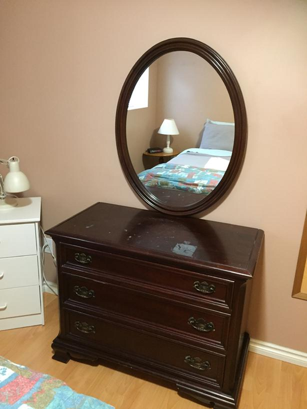 4 drawer solid mahogany dresser with oval mirror
