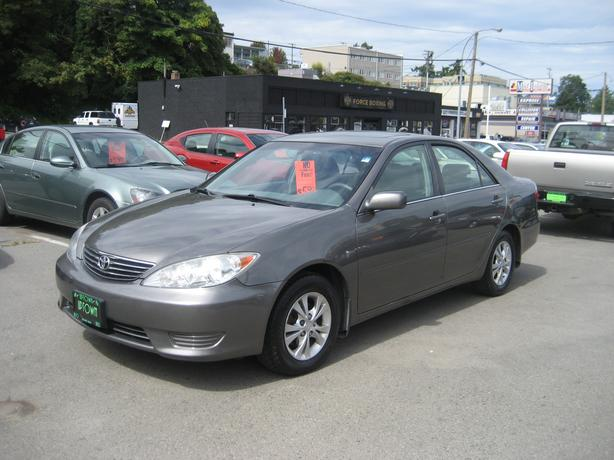 """2005 Toyota Camry """"LE"""" 4 cyl.-auto-Power sunroof-NO ACCIDENTS"""