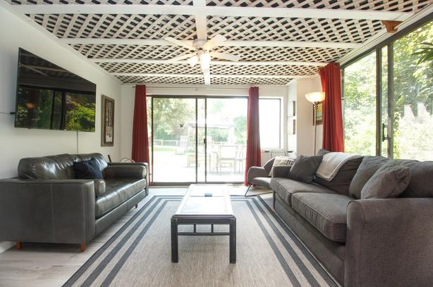 Lovely Furnished 2 Bedroom Suite Near Sidney BC