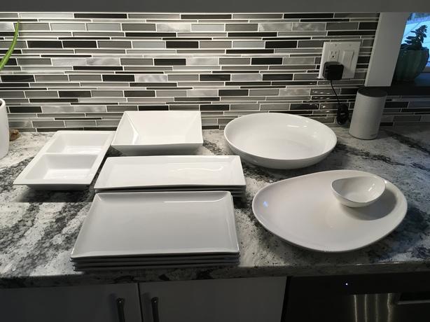 Dinner plates set