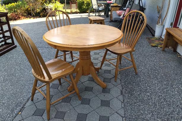 Pedestal Table & 4 Chairs - Sooke