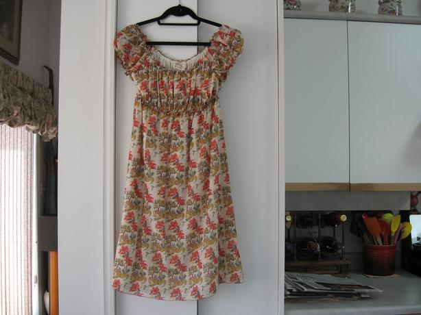 Dress Studio M Size XL White w/Red/Yellow floral design Fully Lined Cap Sleeves