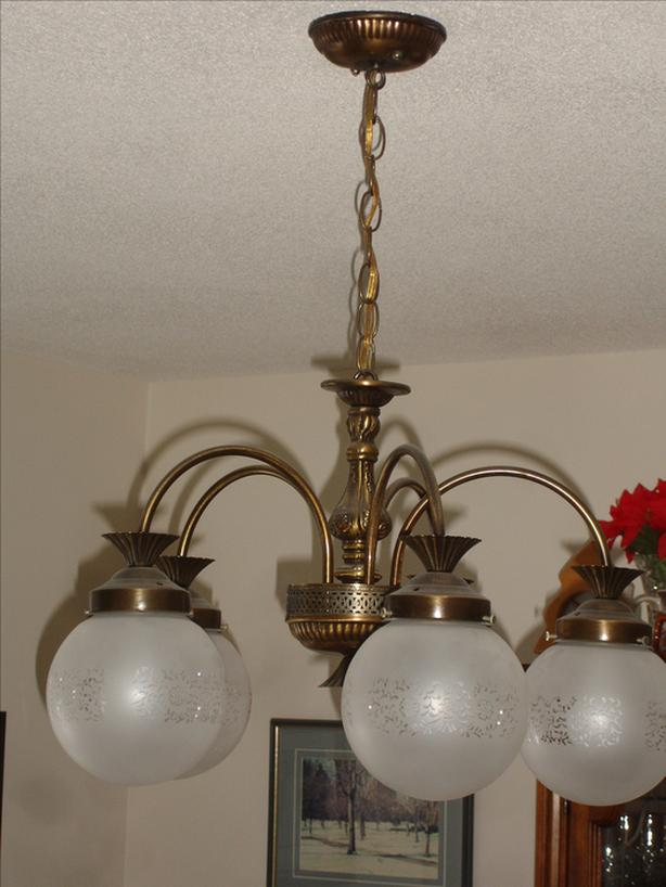 Vintage - Chandelier with 5 globes