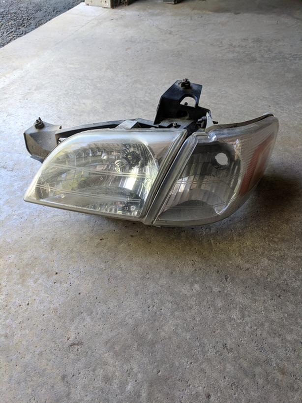 Driver Side Headlight Venture Silhouette Montana 97-05