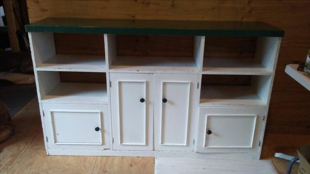 Rustic free-standing hutch bottom