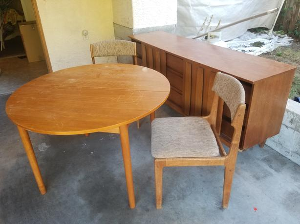Kitchen suite with two chairs