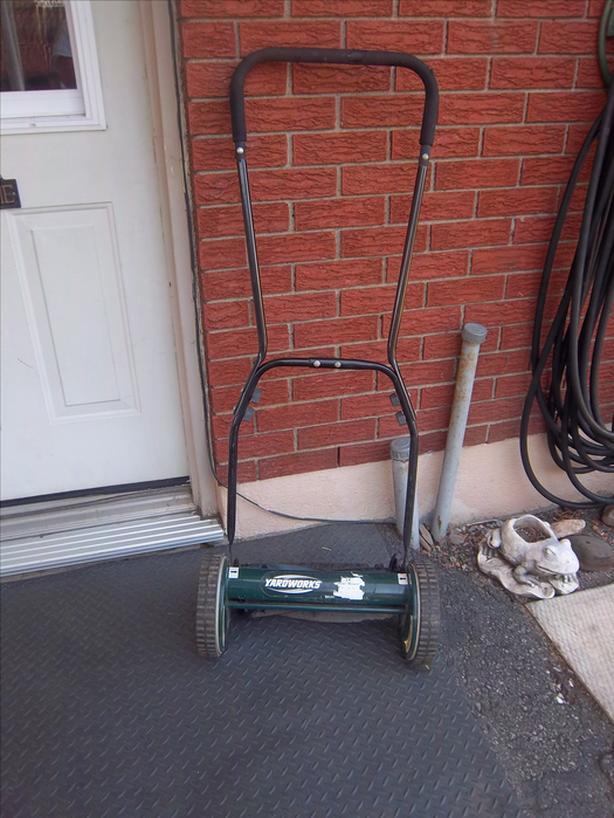 "Yardworks 14"" pushmower"