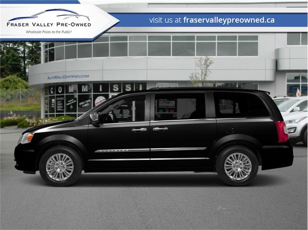 2015 Chrysler Town & Country TOURING  - $157 B/W