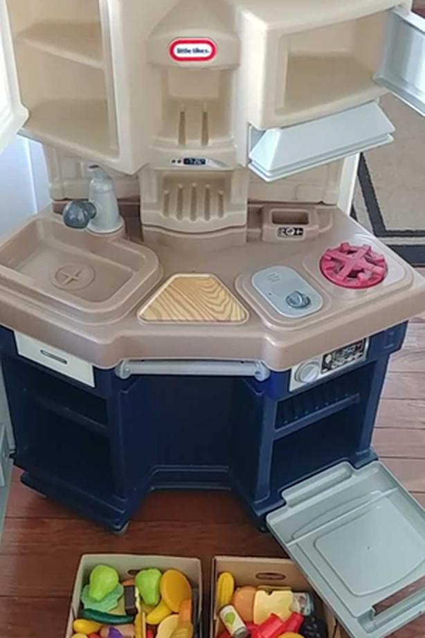 "Play kitchen with ""food"" - EUC - Little Tikes"