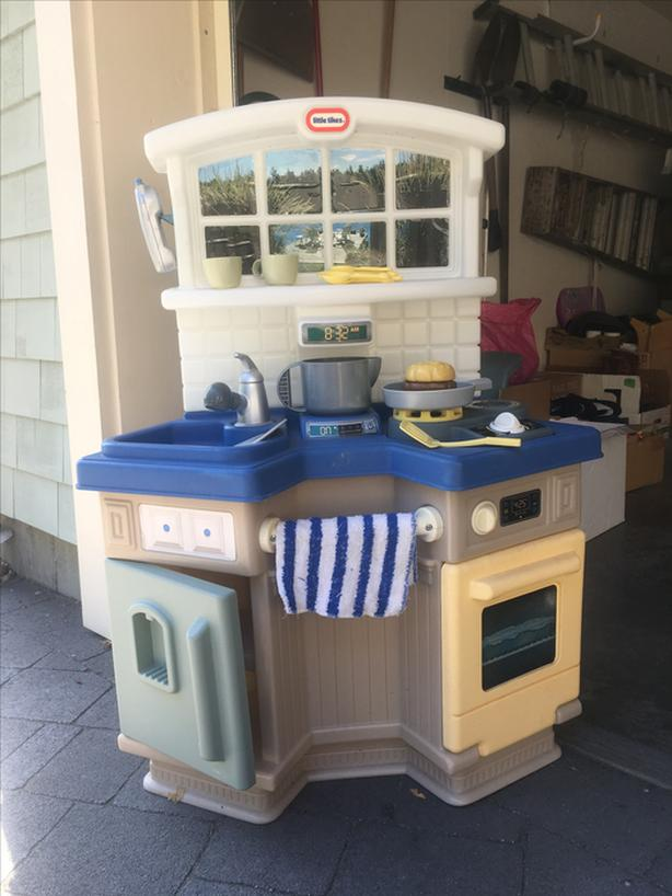 Children's Play Kitchen