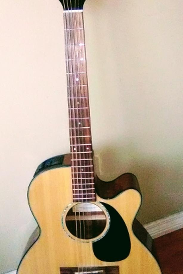Quality Takamine G Series Acoustic/Electric Guitar