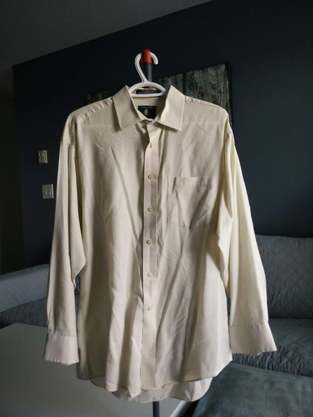 Selling Arrow Bradstreet Off-White Button Shirt - $10